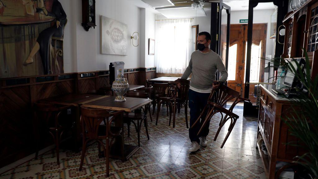 Sanidad planea cerrar el interior de los bares y las terrazas cubiertas si la incidencia supera los 150 casos