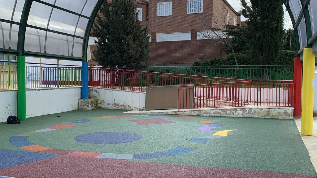 Borrador Una niña de tres años recibe el impacto de un perdigon en el patio del colegio