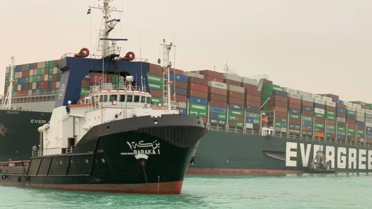 """Los mejores memes del enorme barco que está bloqueando el Canal de Suez: """"Todos somos esa excavadora"""""""