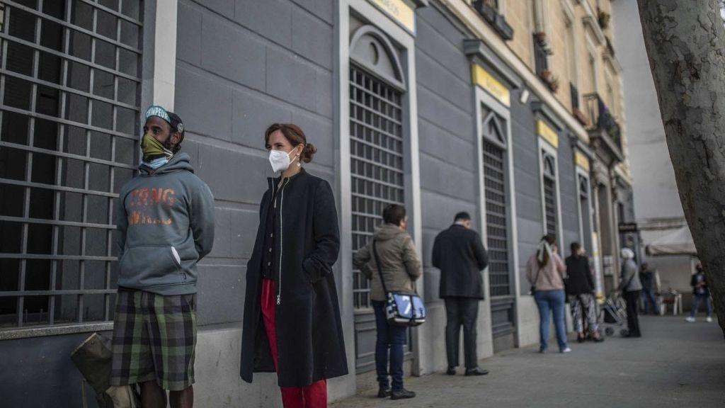 Elecciones Madrid 2021: la candidata de 'Más Madrid', Mónica García, deposita su voto por correo