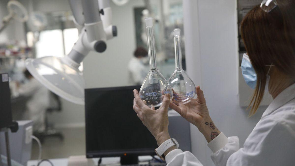 El largo y complejo proceso de fabricación de una vacuna contra la covid-19