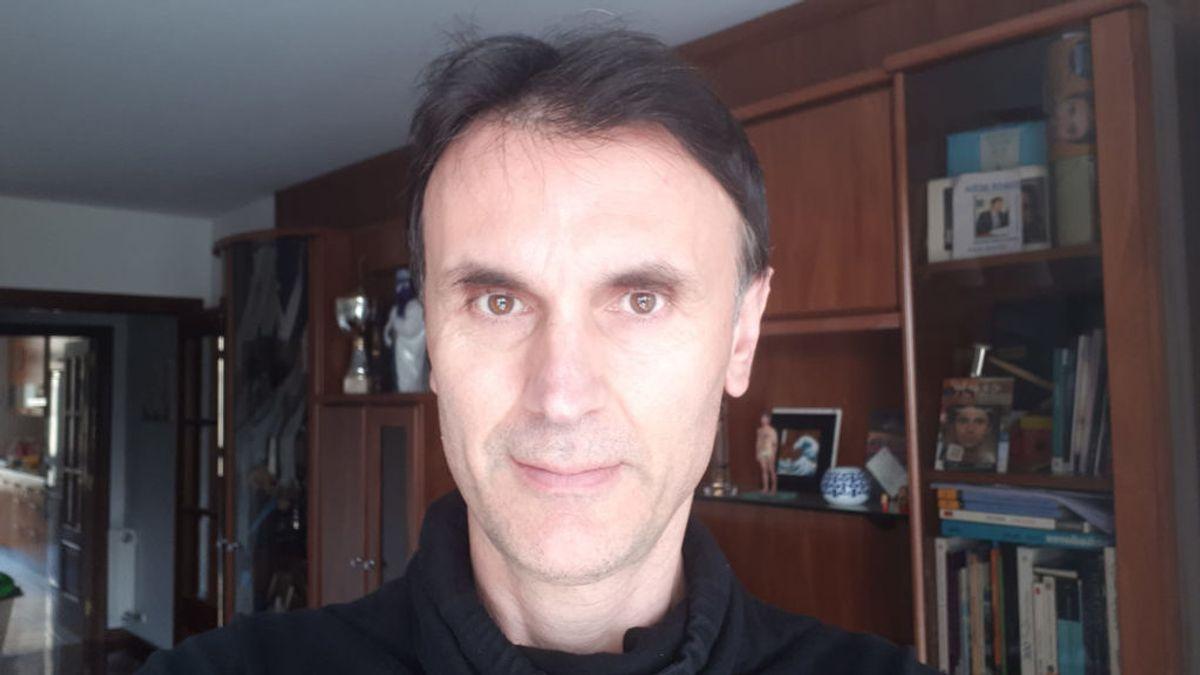 """Jorge Mira, físico: """"Es necesario cambiar la hora. Hay que llevar bermudas en verano y abrigo en invierno, por mucho que nos cueste el cambio de ropa"""""""