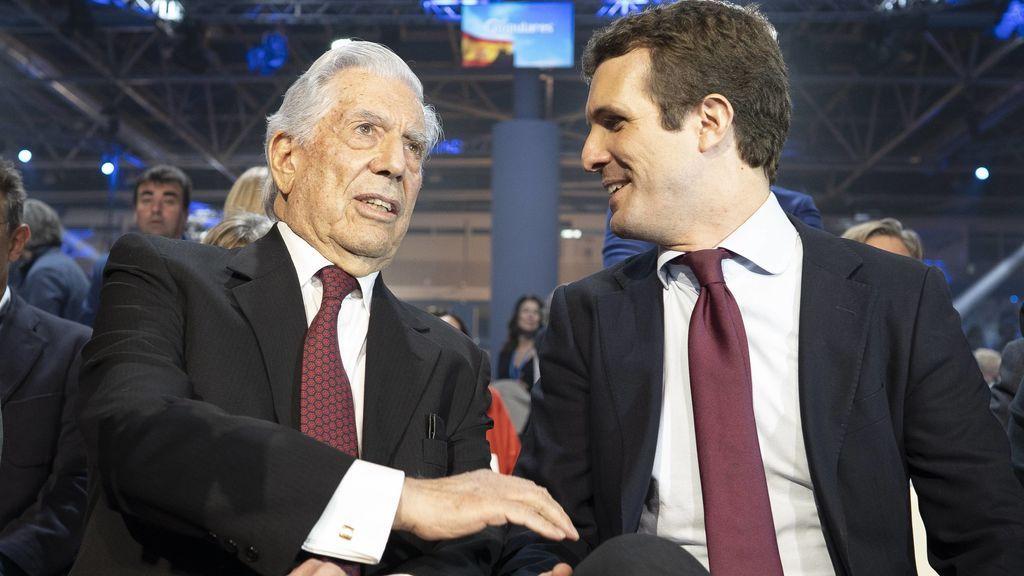 Mario Vargas Llosa, con el líder del PP, Pablo Casado