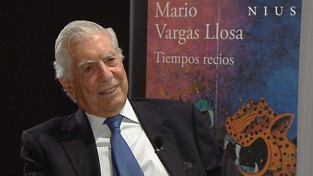 Mario Vargas Llosa, con su última novela, 'Tiempos recios'