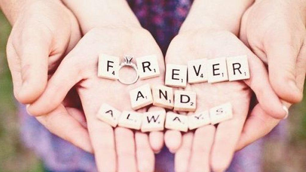 Anunciar tu boda será uno de los momentos más especiales: seis formas originales de hacerlo para sorprender a tu familia y amigos.