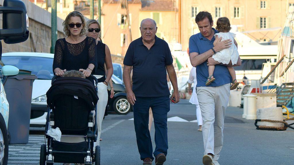 Amancio Ortega, con sus nietos
