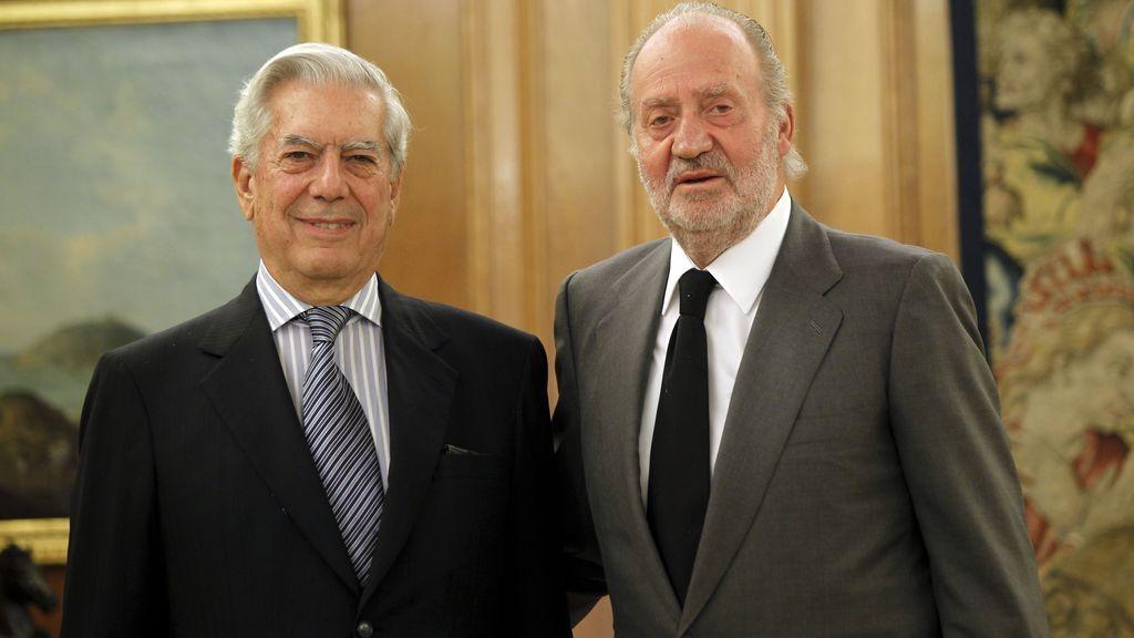 Mario Vargas Llosa, con el rey Juan Carlos (2011)