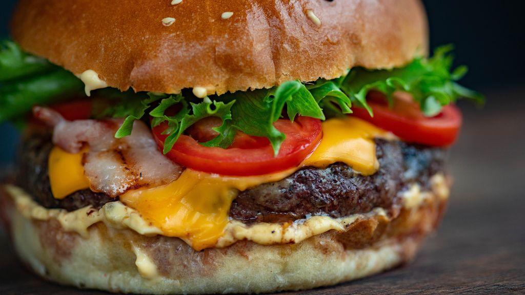 pexels-valeria-boltneva-hamburguesa