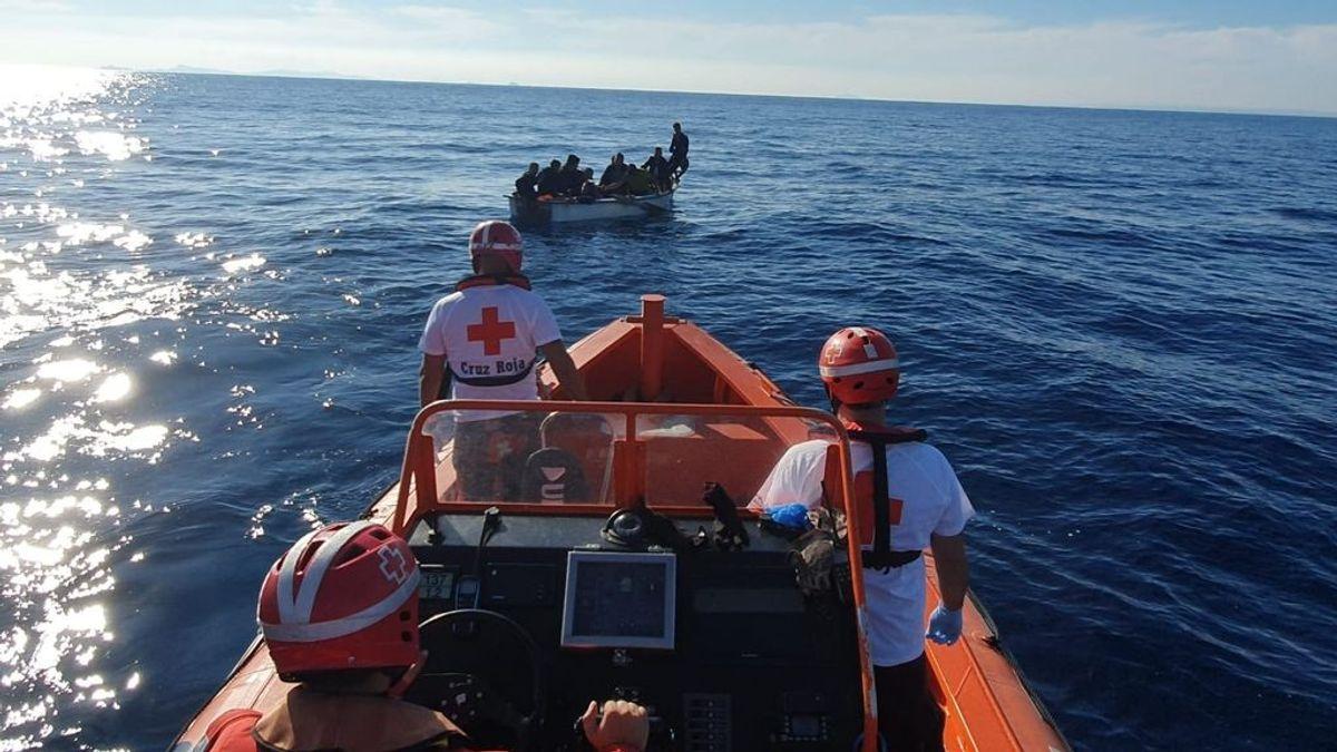 EuropaPress_2450958_patera_rescatada_cruz_roja