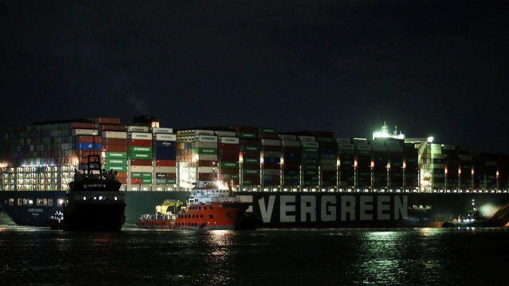 Fracasan los trabajos de liberación del buque que bloquea el Canal de Suez