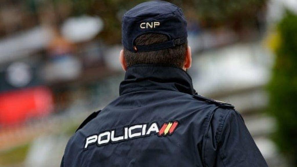 Abren expediente a dos policías por su violenta actuación al reducir a una mujer en Benidorm