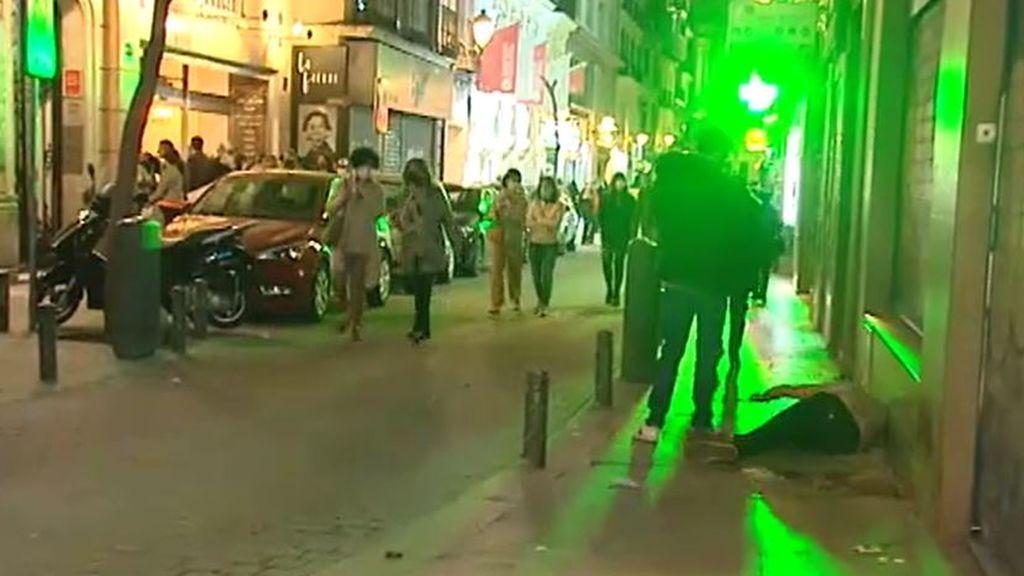 Madrid vuelve a registrar otra noche de sábado de borrachera: vuelven a formarse aglomeraciones en el centro