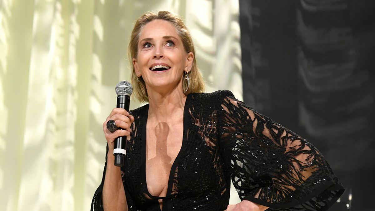 """Sharon Stone asegura que un cirujano aumentó su pecho sin su consentimiento: """"Pensó que me vería mejor"""""""