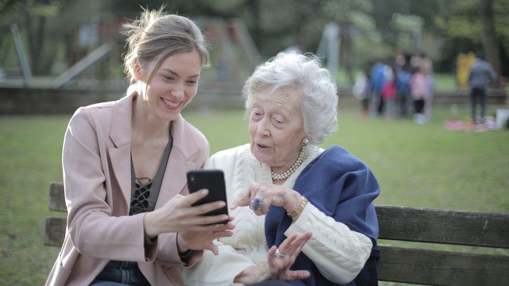 Senniors: la aplicación que ayuda y acompaña a los mayores dependientes
