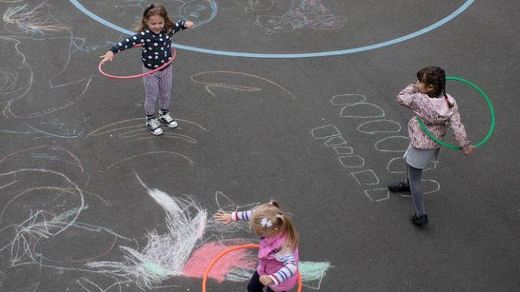 El doctor Anthony Fauci advierte sobre los niños que juegan juntos sin mascarillas