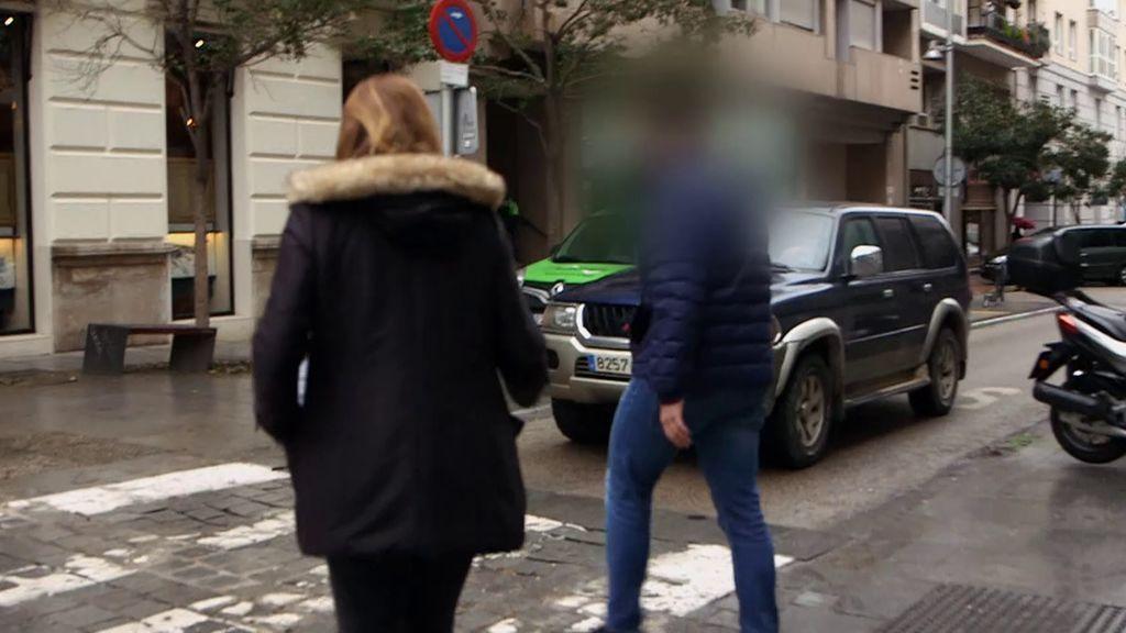 El hijo del presunto estafador de una empresa de reformas se enfrenta a la reportera