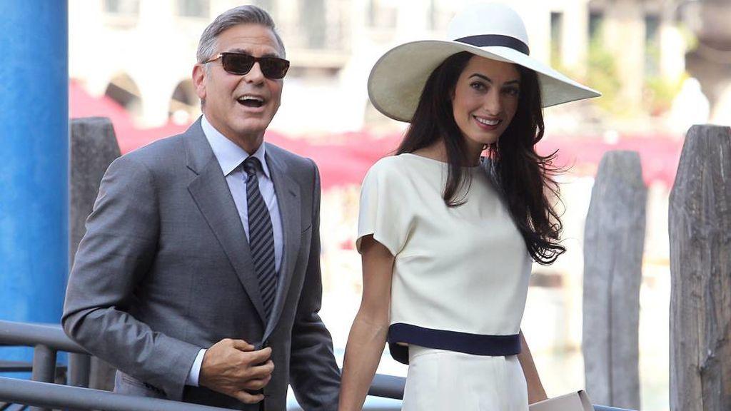 Por su parte, Amal elegió un perfume de Óscar de la Renta.