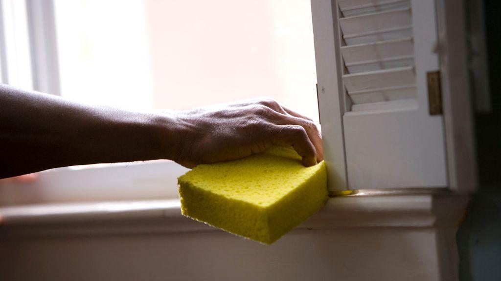 Tengo una persona que trabaja en casa y se acaba el plazo para regularizarla: ¿qué debo hacer para evitar multas?