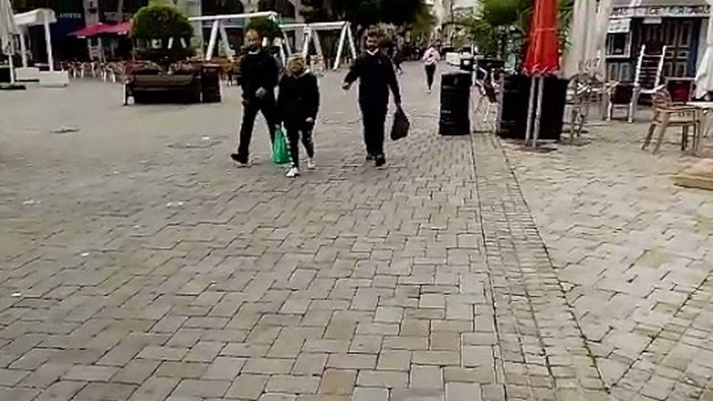 Caminando por Gibraltar sin mascarilla