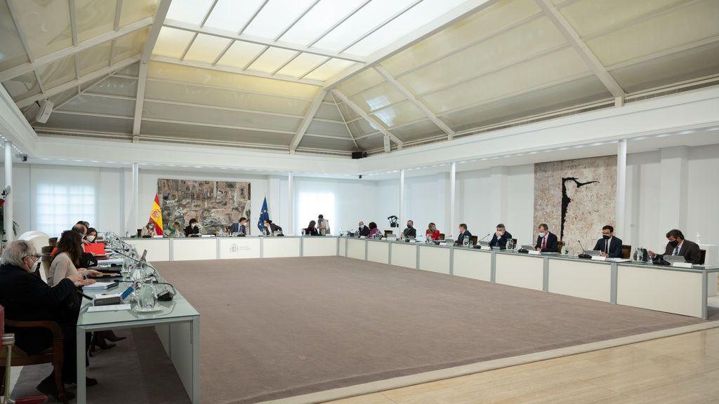 Mercedes Gonzalez, Pedro Fernández y Jose Quiñones, los nuevos delegados del Gobierno de Madrid, Andalucía y Galicia