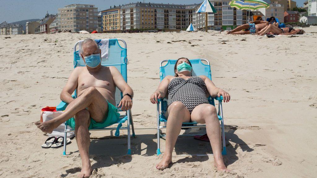 """Epidemiólogos critican la nueva ley sobre mascarillas: """"Han perdido el norte, el problema no está al aire libre"""""""