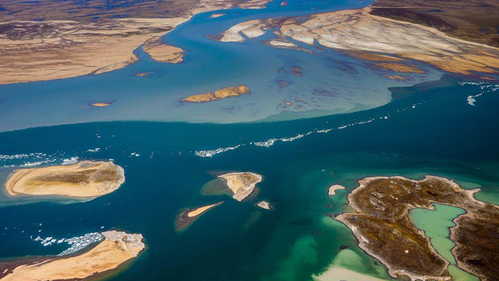 La NASA fotografía un llamativo contraste en el color de las aguas canadienses: ¿a qué se debe?