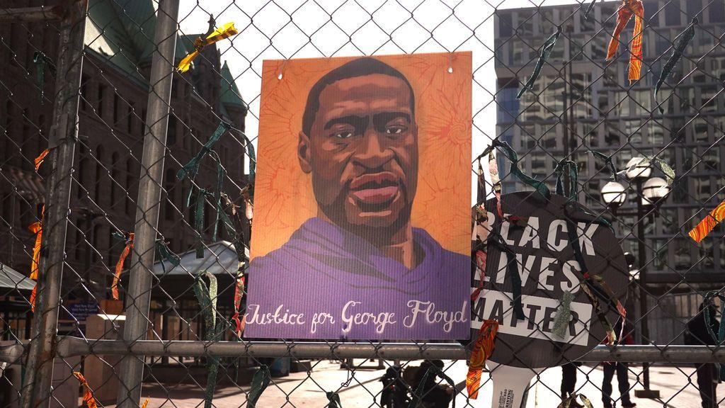 """Juicio por el asesinato de George Floyd: el cajero que sospechó de él por un billete falso se siente """"culpable"""""""