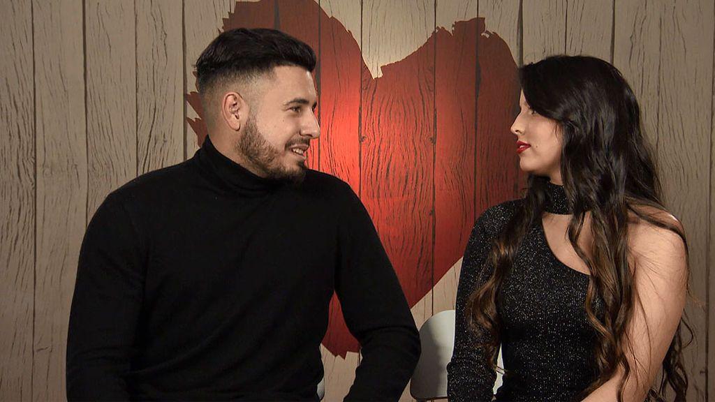 Alejandro y María en el programa 'First Dates'