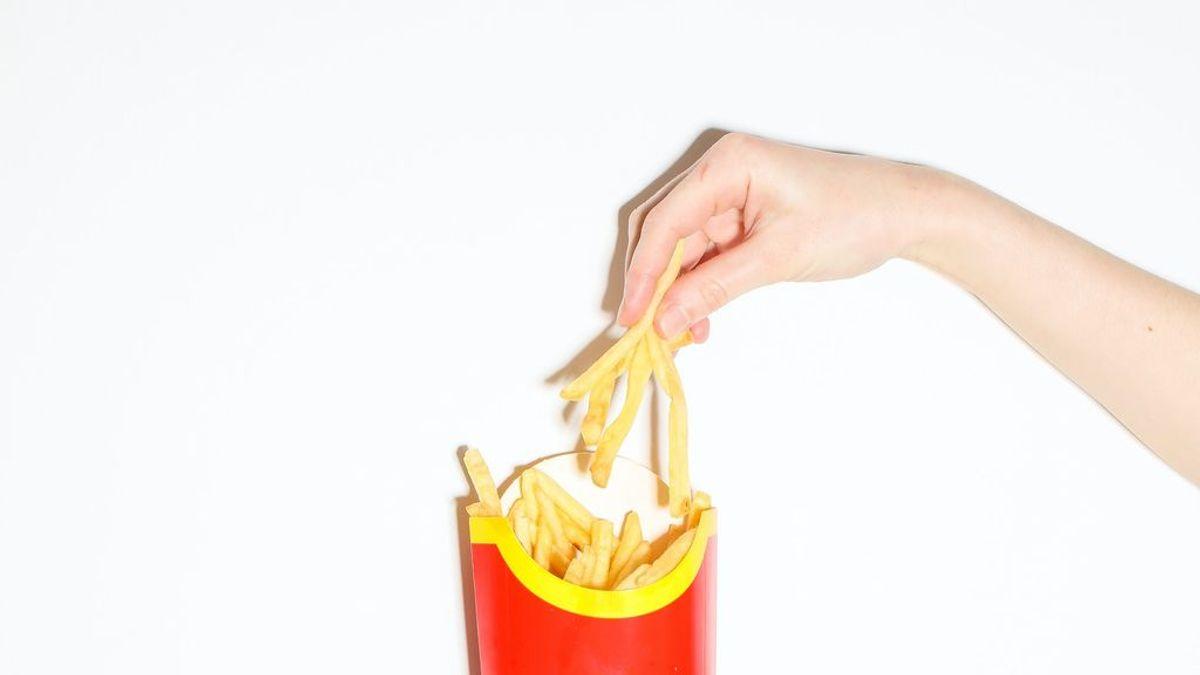 Los restaurantes de comida rápida buscan fórmulas para que sus productos lleguen crujientes a domicilio