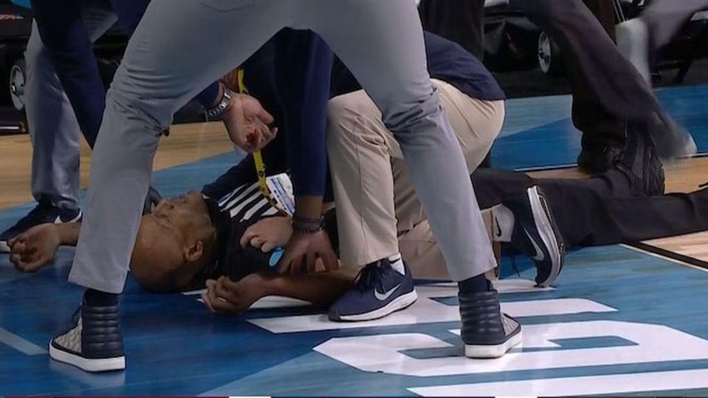 Brt Smith, desplomado en el suelo.