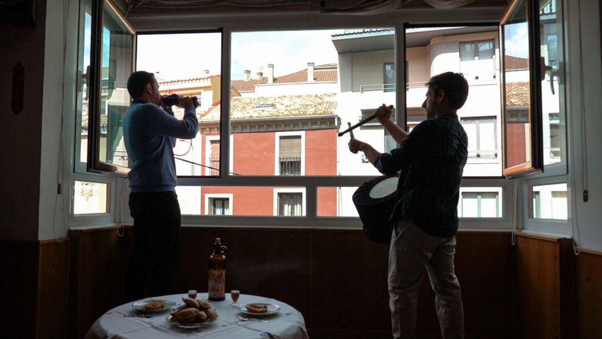 Los 'turbos' de Cuenca tocan sus tambores y clarines desde casa por tercer Viernes Santo consecutivo