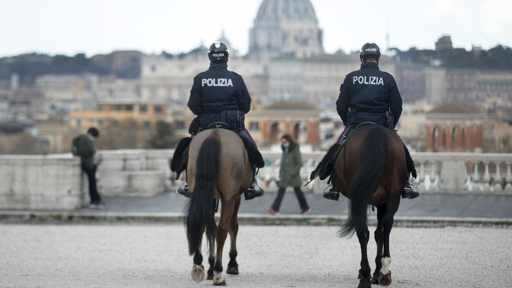 EuropaPress_3608504_16_march_2021_italy_rome_two_policemen_of_the_equestrian_squad_ride_through