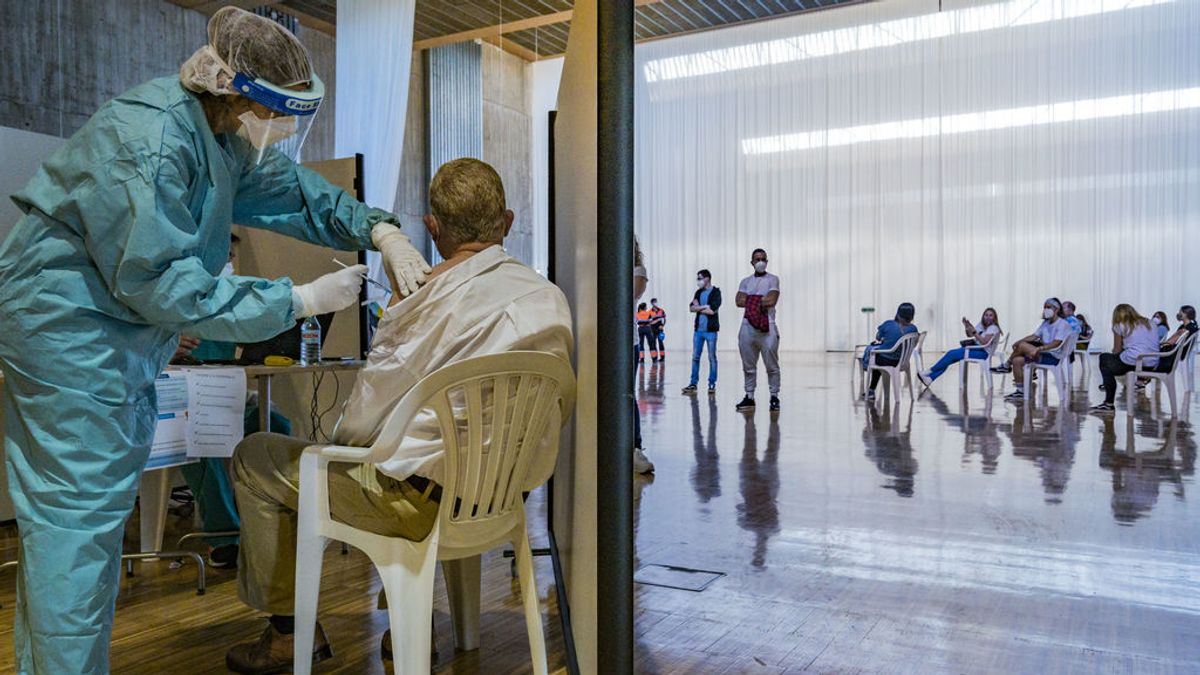 La vacunación continúa en Semana Santa aunque a un ritmo desigual entre comunidades