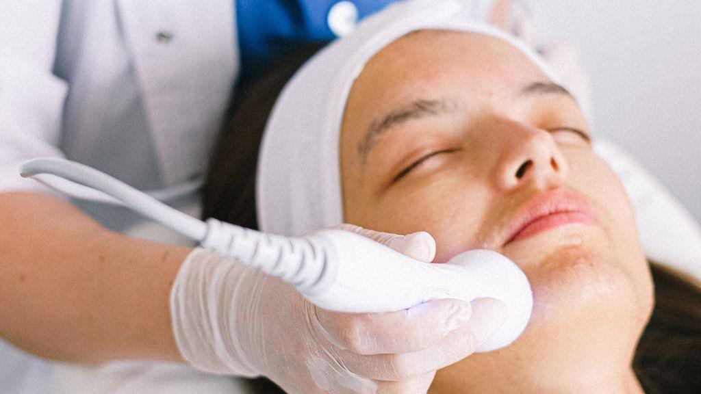 Peeling químico para unificar el tono y eliminar las manchas de la piel