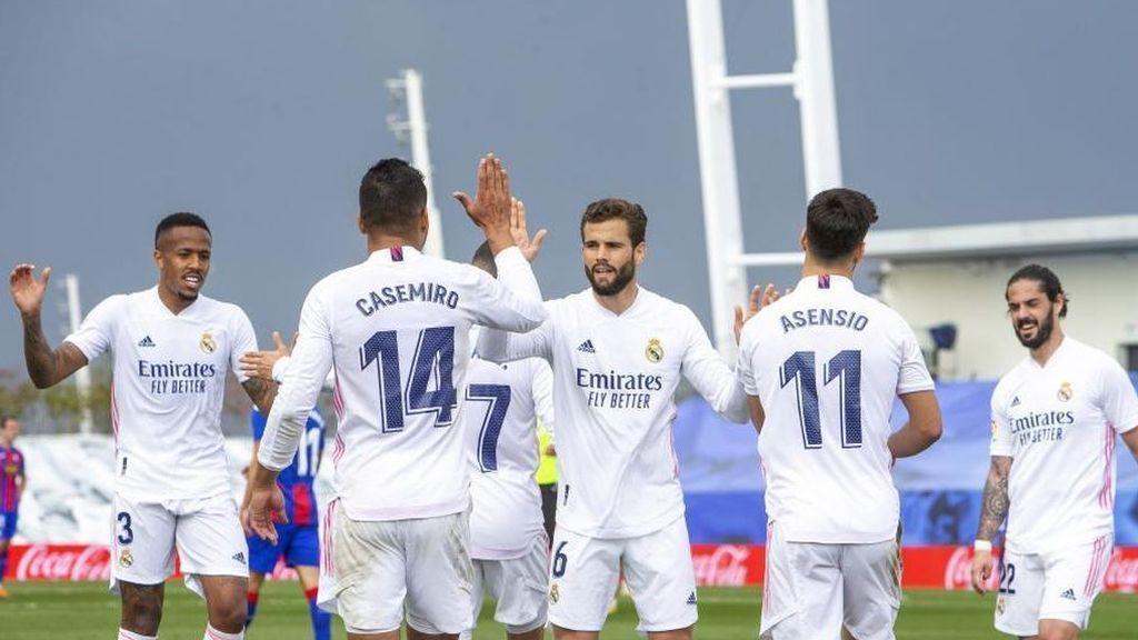 Asensio y Benzema lideran la victoria ante el Eibar y aprietan aún más la lucha por la Liga (2-0)