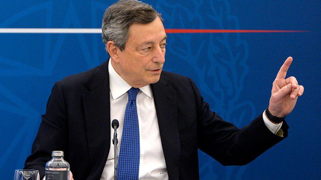 Draghi, el mago del BCE frente al lío de hacer política en Italia