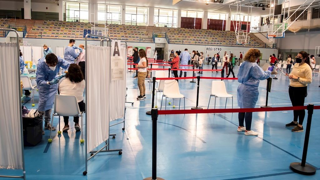 España confía en acelerar el ritmo de vacunación en abril para contener la cuarta ola