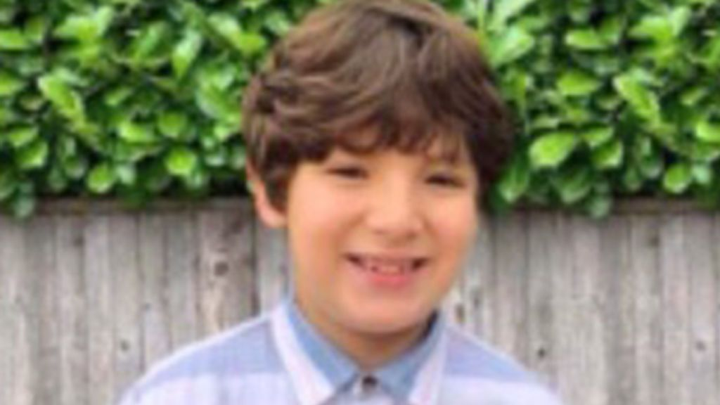 """Un niño de 9 años muere protegiendo a su madre en un tiroteo: """"Recibió las balas por ella"""""""