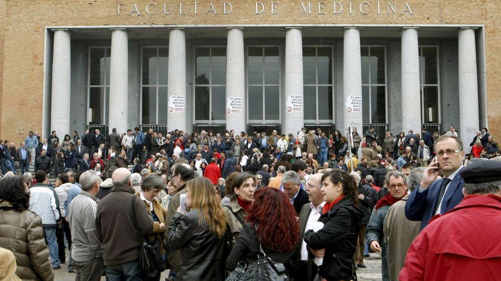 Los trabajadores formados en Medicina y Matemáticas presentan las menores tasas de paro en España
