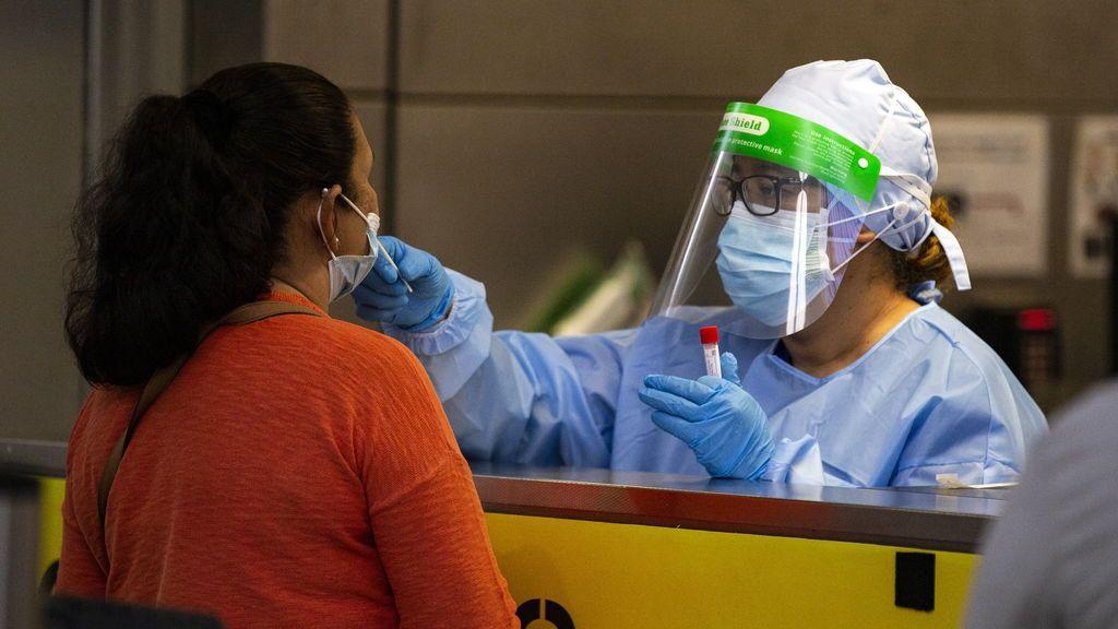 La policía investigará si un médico alemán expide certificados PCR falsos a turistas en Mallorca