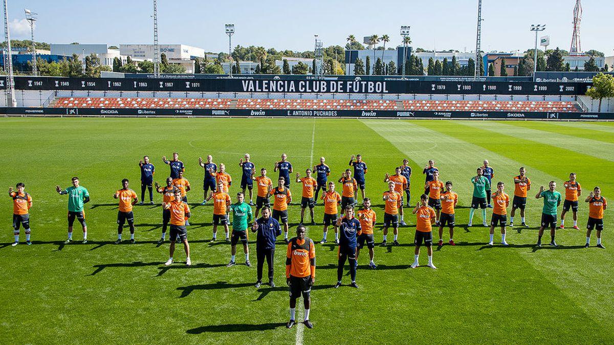 """La plantilla y la directiva del Valencia C.F. muestran su apoyo Diakhaby: """"Lucharemos para esclarecer lo sucedido"""""""