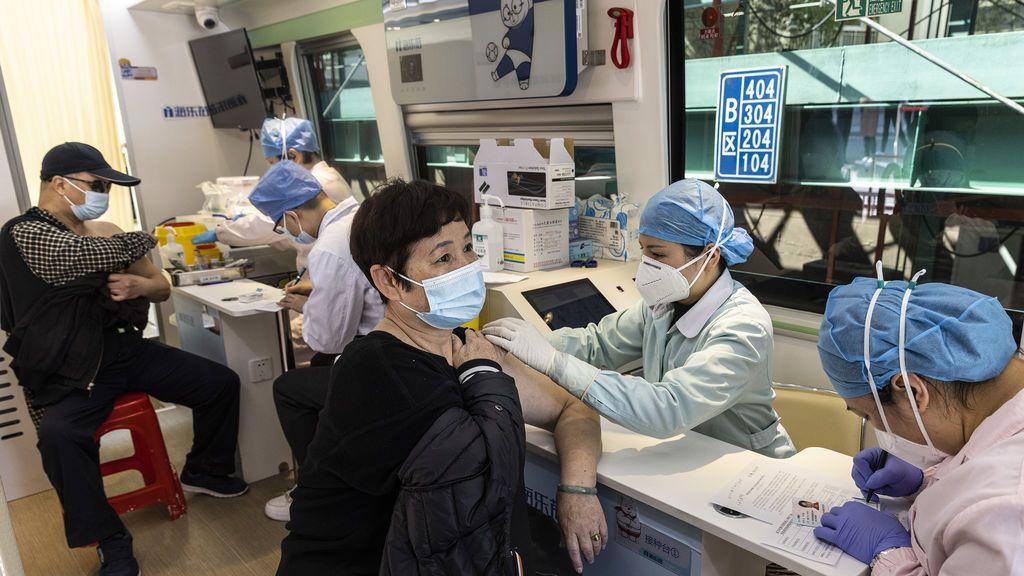 China vacuna a cinco millones de personas en una semana: en 8 días habría vacunado toda España