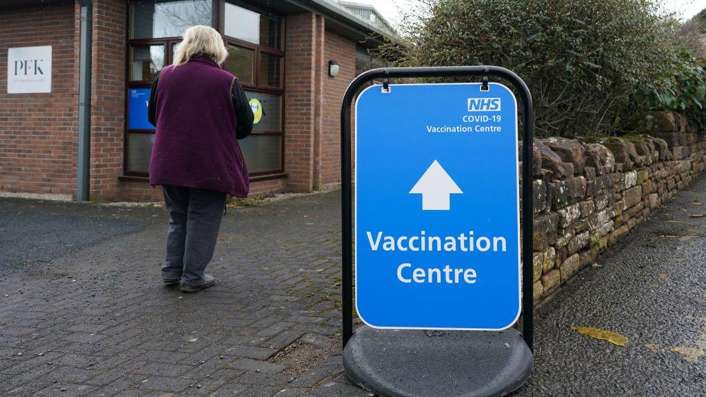La exitosa campaña de vacunación el Reino Unido reduce las muertes en casi un 90 por ciento