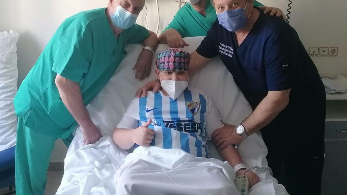 """Guille, el niño malagueño con un dolor insoportable en un muñón, es operado por fin: """"Vuelve a ser el de siempre"""""""