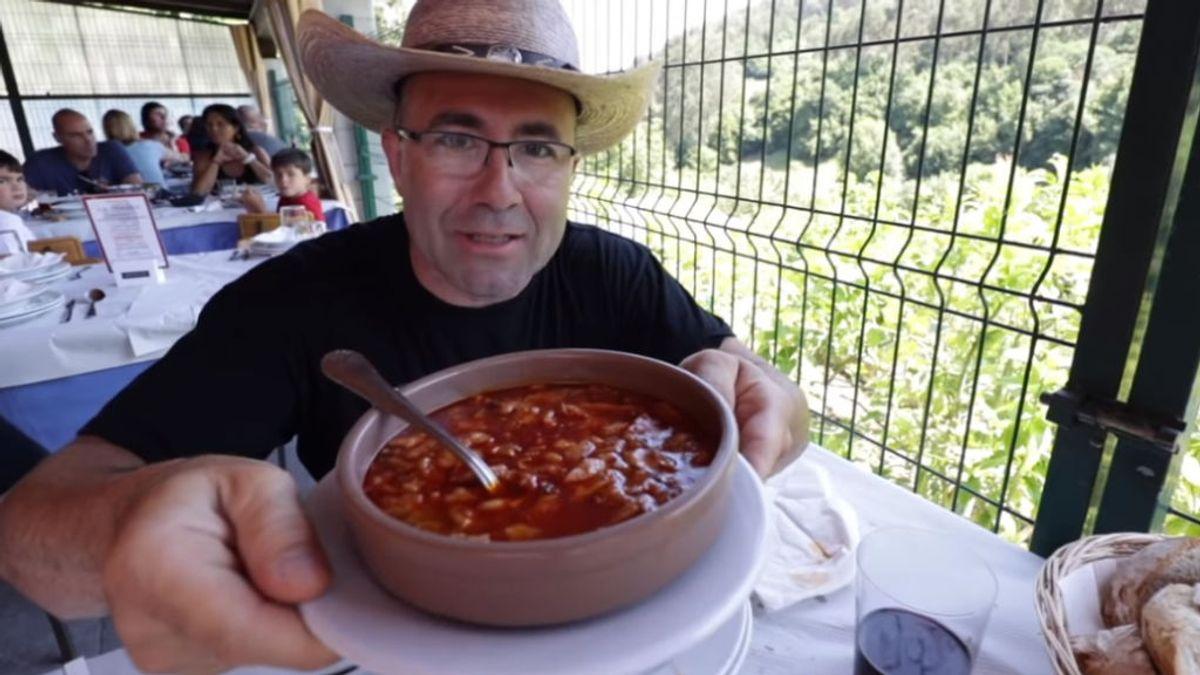 Quién es Sezar Blue, el youtuber gastronómico que se da atracones sin medida