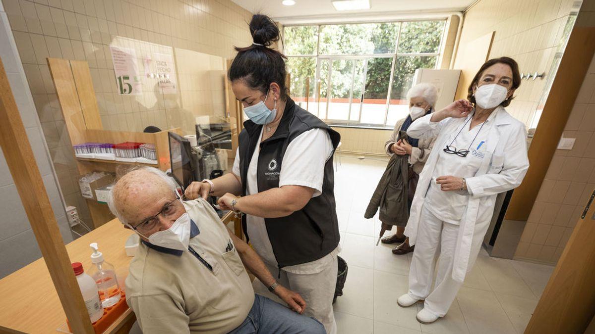 ¿Cuándo comienza la vacunación de la franja entre 70 y 79 años en cada comunidad?
