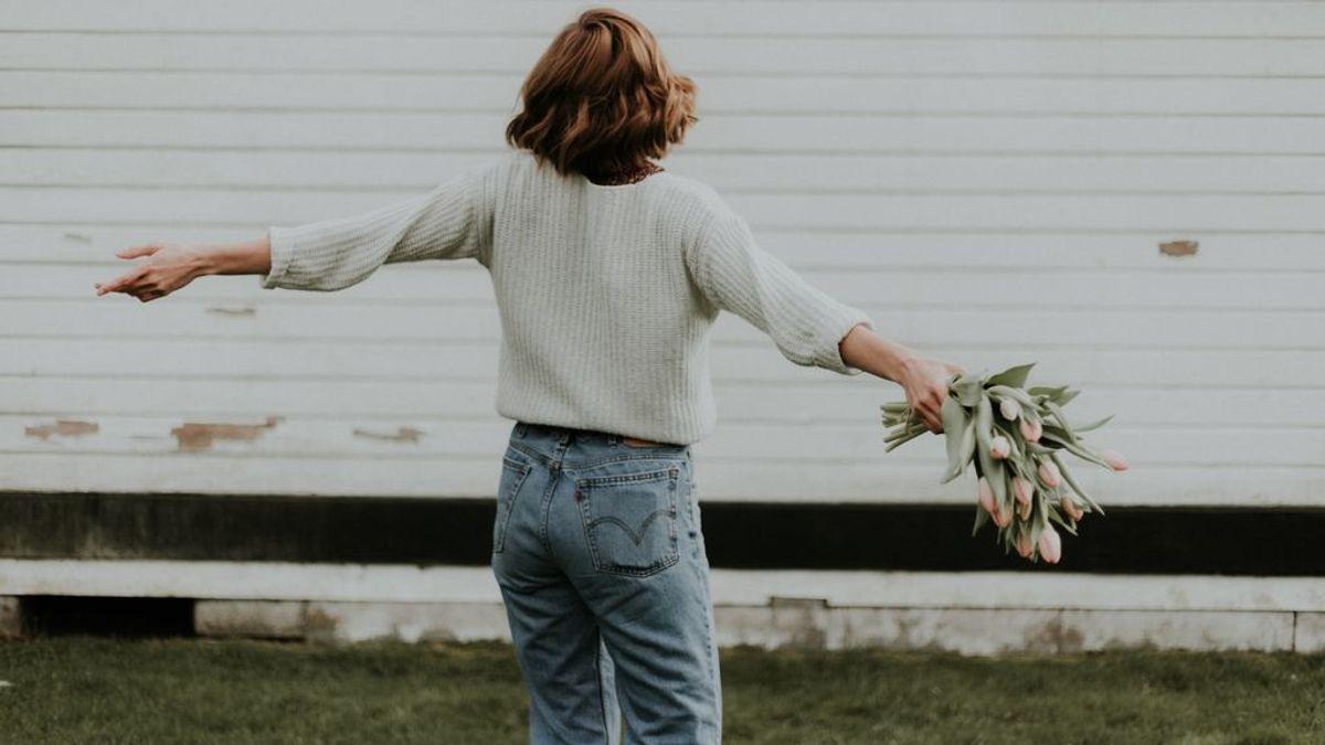 Jeans bicolor: así es la última tendencia en vaqueros que no te vas a dejar de poner esta primavera  y tenemos las opciones para hacerlo