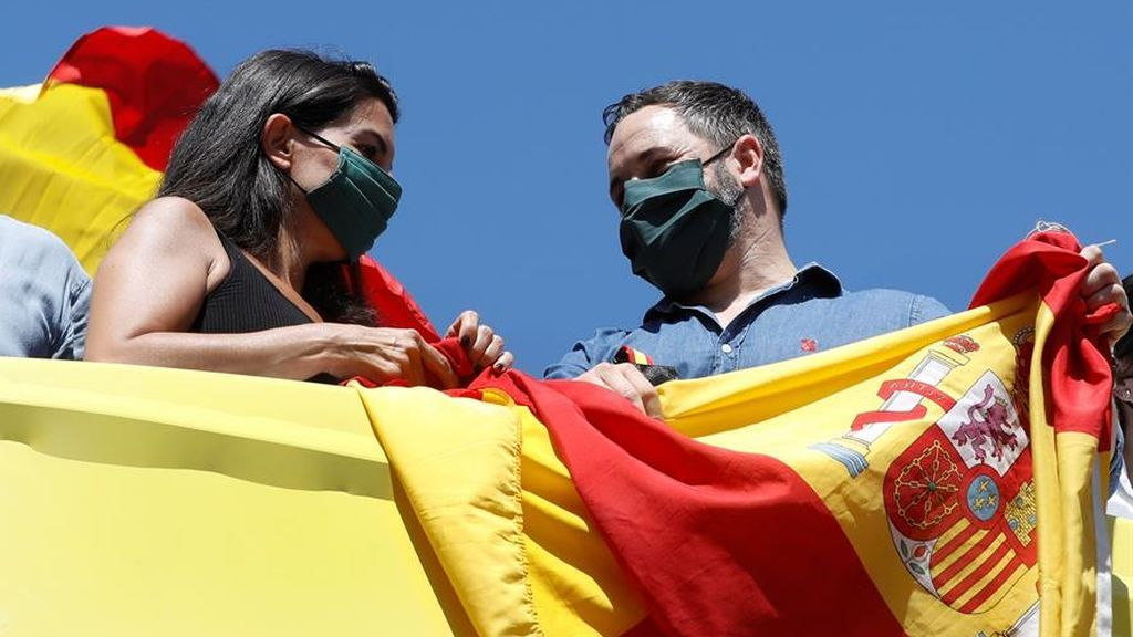 La fórmula para reflotar a Vox en Madrid: empotar a Abascal en el corazón rojo de Podemos