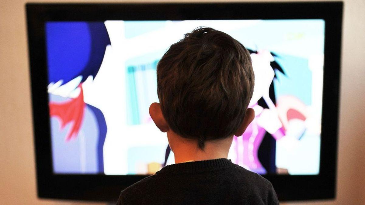 Ver mucha televisión no hace daño a tus hijos, según un nuevo estudio que desmonta el mito