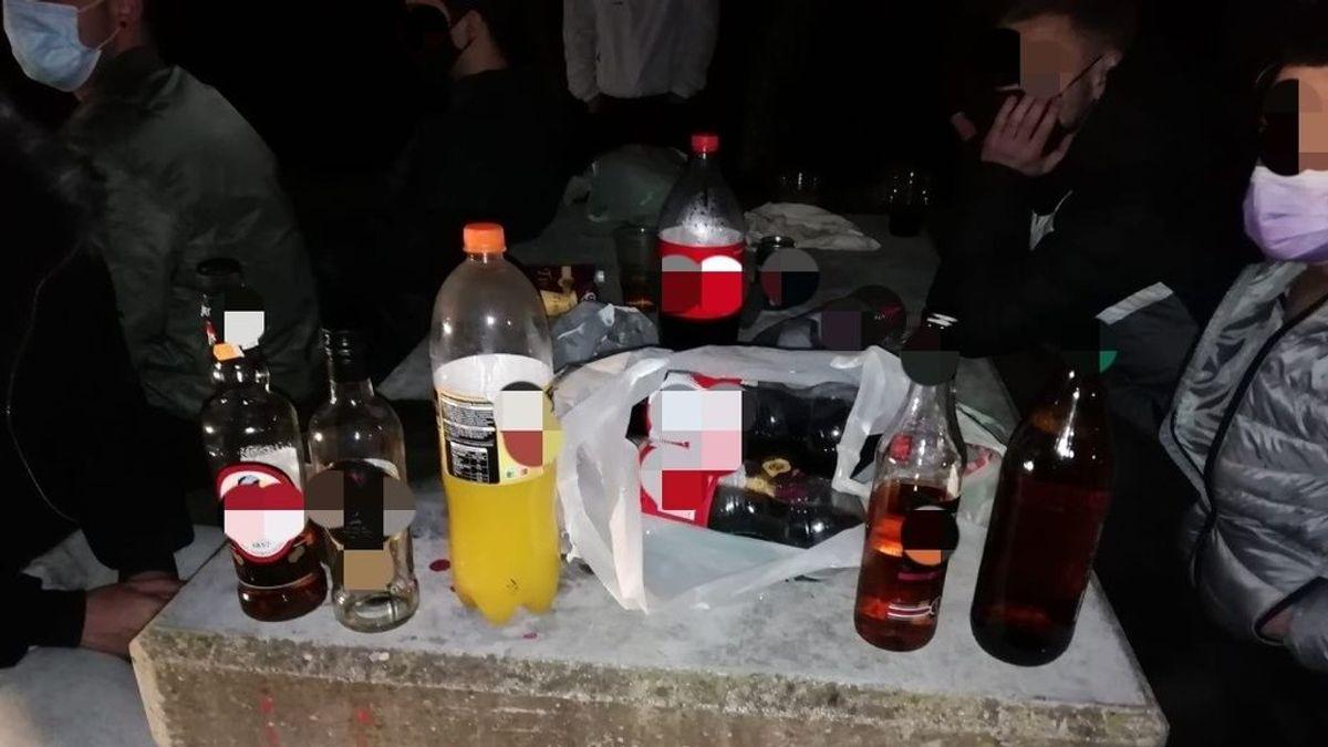 Disuelto un botellon de madrugada y con medio centenar de personas sin mascarillas en Sevilla